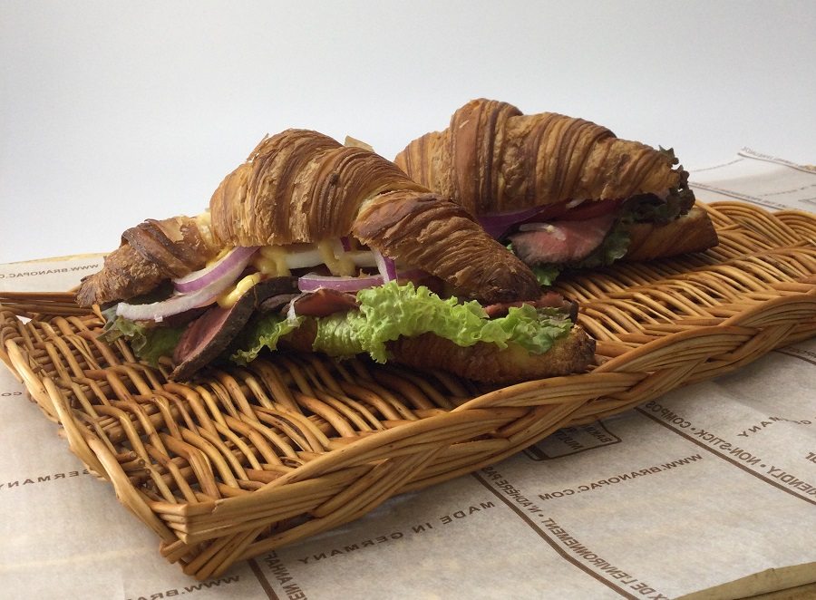 熱々:自家製ローストビーフとブリオッシュクロワッサン